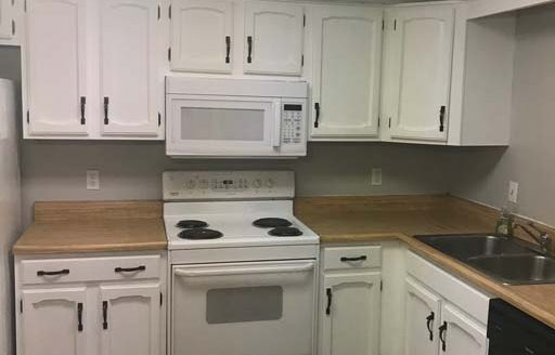 Saginaw Townhome - Cabaret Trail Unit 1 - Kitchen